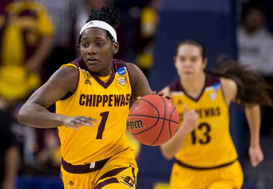Micaela Kelly scores 29 in Central Michigan's third straight win.