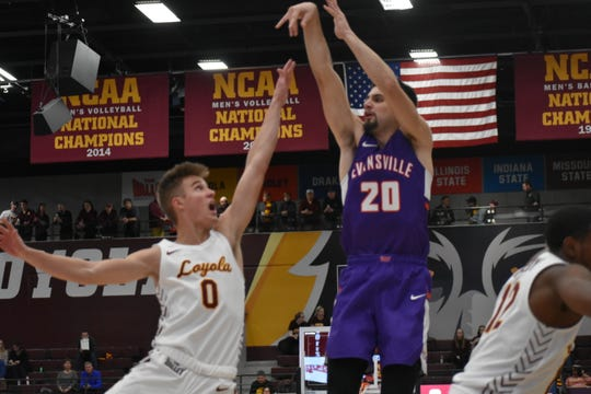 Sam Cunliffe scored nine first-half points during Evansville's game at Loyola on Saturday in Chicago.
