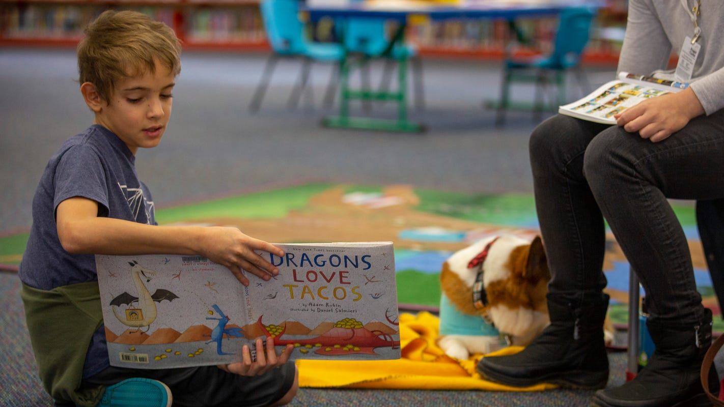 'Wonderful listeners': Kids practice reading skills with therapy dogs at Salem Public Library