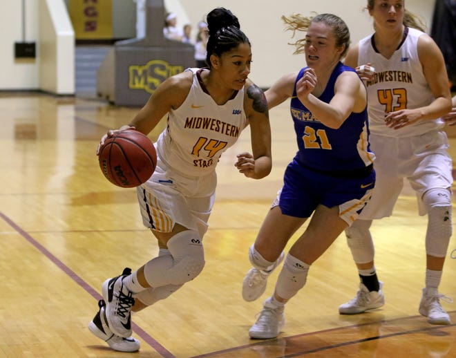 Midwestern State's Kityana Diaz drives to the basket by St. Mary's  Bella Hughes Saturday, Jan. 11, 2020, in D.L. Ligon Coliseum.
