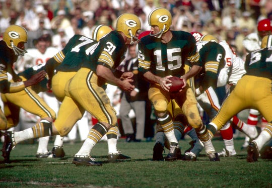 SUPER BOWL I: Jan. 15, 1967: Green Bay Packers quarterback (15) BART STARR in action against the Kansas City Chiefs during Super Bowl I in the first meeting ever of the AFL and NFL Champions at Memorial Coliseum. The Packers defeated the Chiefs 35-10. Starr was named the games most valuable player passing for 16-23 attempts for 250 yards and 2 touchdowns.