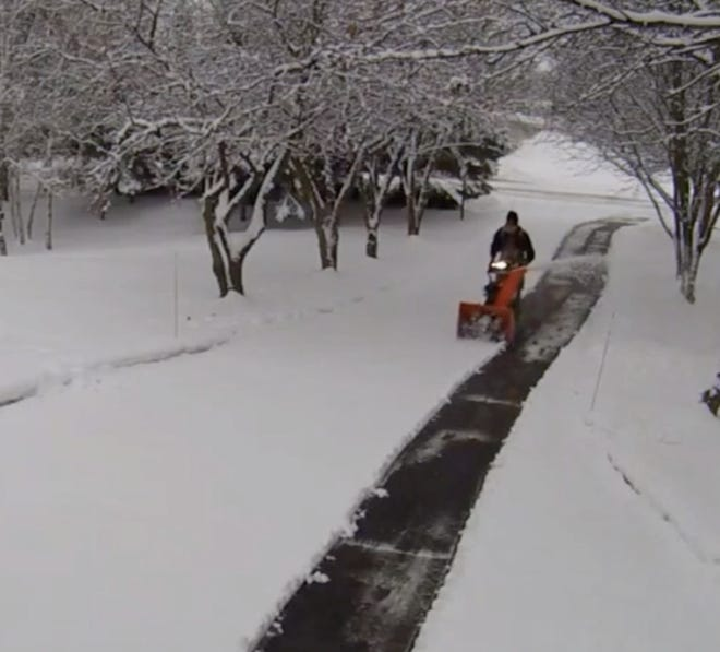 A new app, GreenPal, lets you find an outside vendor to clear your driveway of snow with a few clicks of your smartphone.