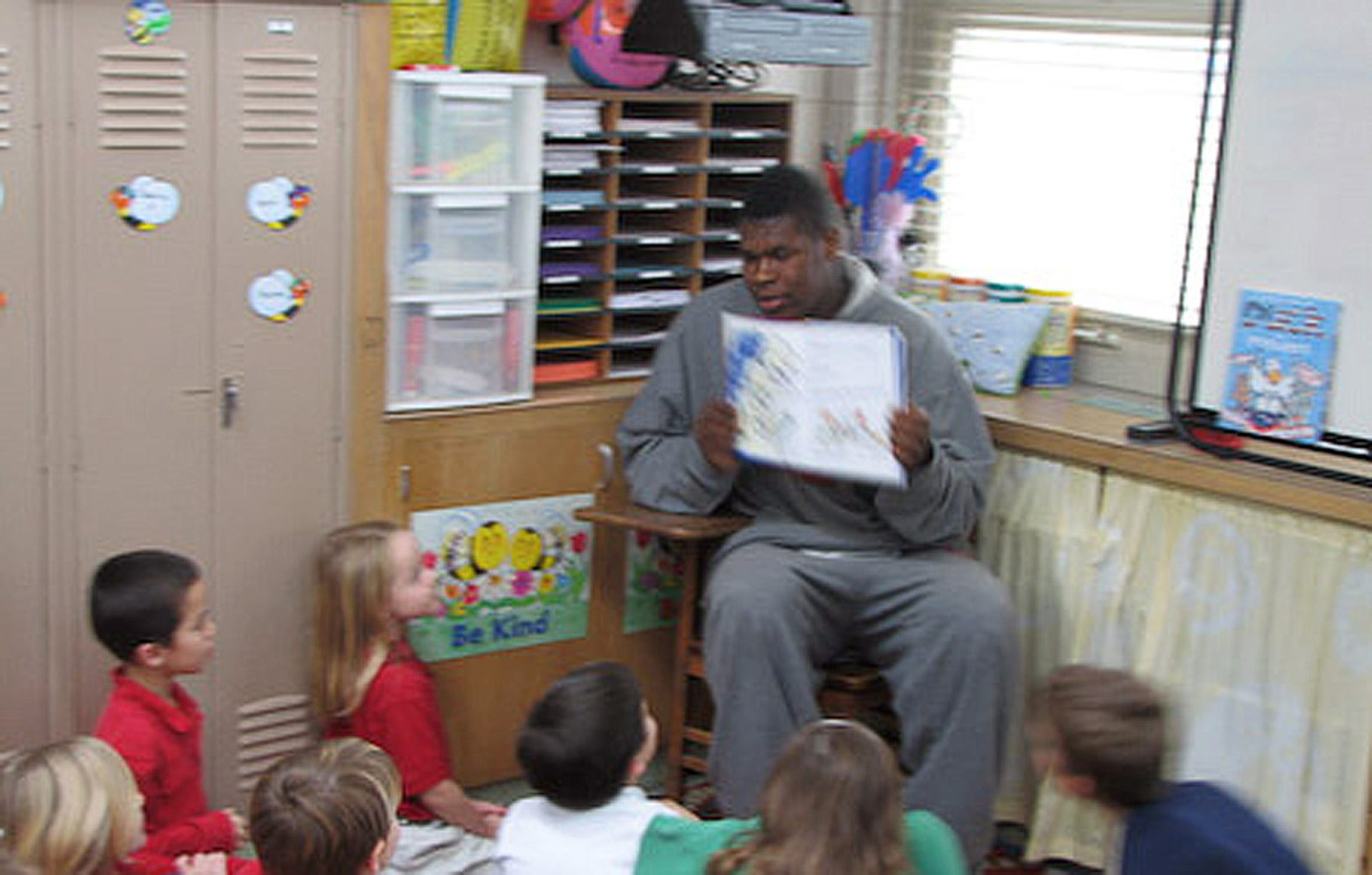 Jeron Lewis reads to a group of kids during an after-school program at Resurrection Elementary School in 2009