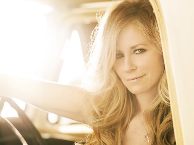 Deana Carter will playan acoustic concert at Bell Auditorium on Friday, March 26, with opening act Faren Rachels.