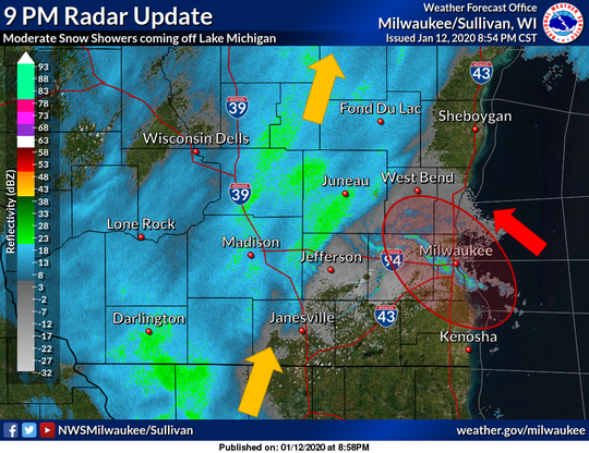 Band of snow showers moving in to metro Milwaukee area.