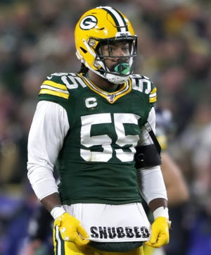 """Green Bay Packers outside linebacker Za'Darius Smith (55) shows a towel that says """"Snubbed""""against the Seattle Seahawks during their NFC divisional round playoff football game on Sunday, January 12, 2020, at Lambeau Field in Green Bay, Wis. Wm. Glasheen/USA TODAY NETWORK-Wisconsin"""
