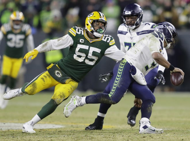 Green Bay Packers outside linebacker Za'Darius Smith (55) pressures Seattle Seahawks quarterback Russell Wilson (3) during their NFC divisional round playoff football game Sunday, January 12, 2020, at Lambeau Field in Green Bay, Wis.