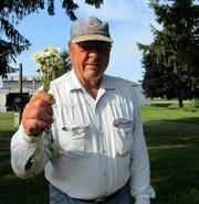 Bob brings daisies for Susan.