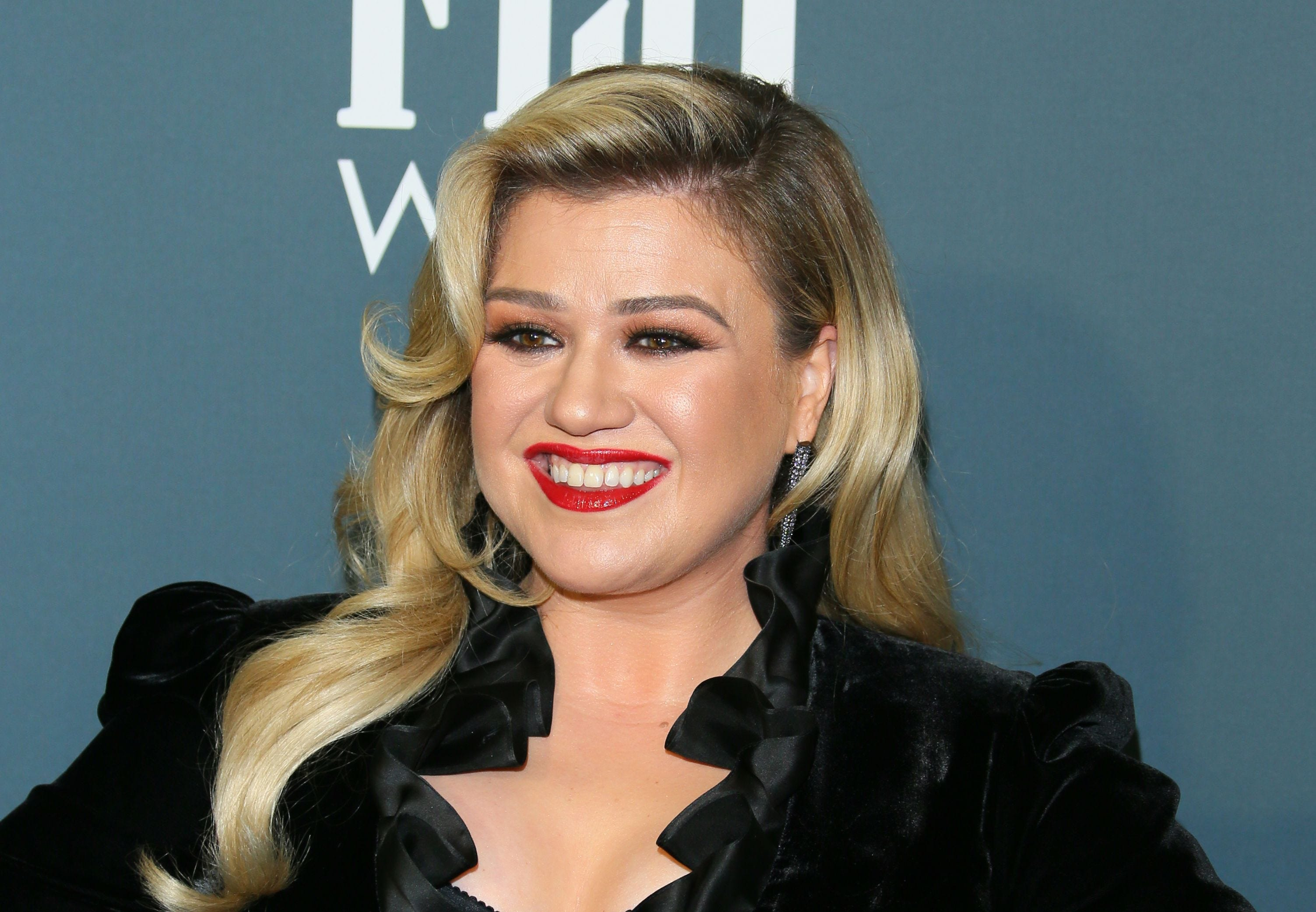 Kelly Clarkson to host the 2020 Billboard Music Awards for third time in a row