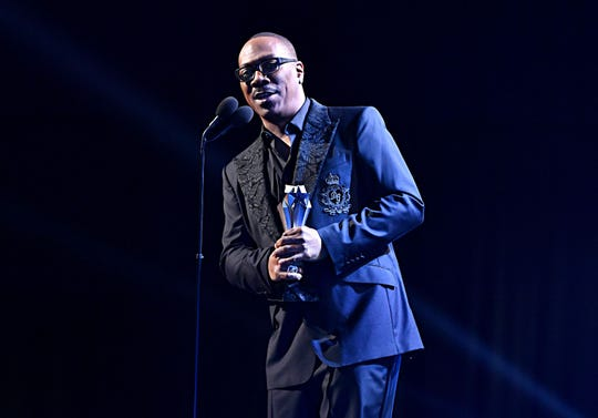 Eddie Murphy didn't refer to notes as he accepted his lifetime achievement award.