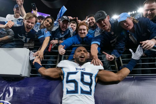 Tennessee Titans inside linebacker Wesley Woodyard (59) poses with fans after the game against the Baltimore Ravens in a AFC Divisional Round playoff football game at M&T Bank Stadium.