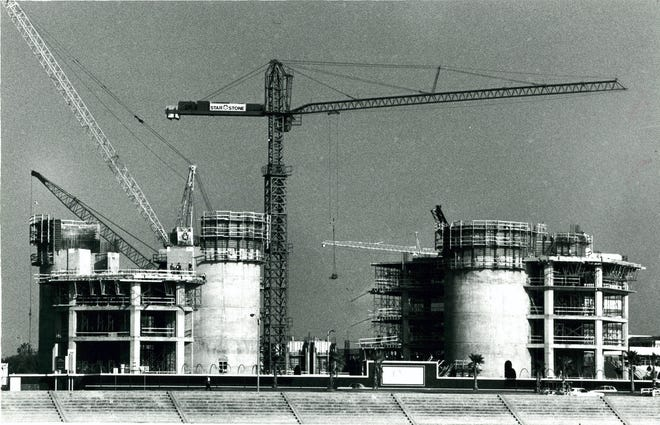 One Shoreline Plaza begins to take shape in downtown Corpus Christi on July 28, 1986.