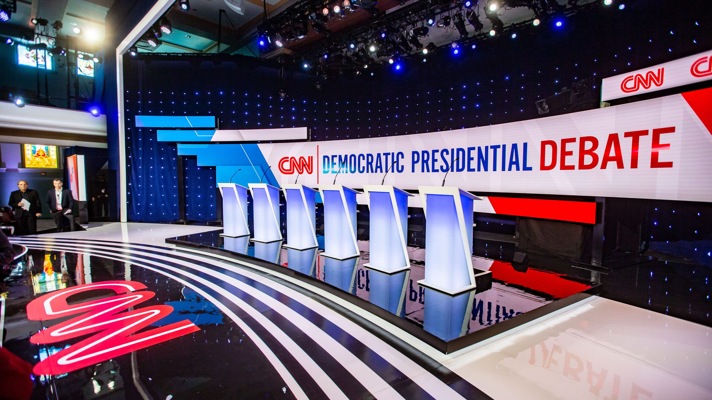 Democratic presidential candidates take the stage in Iowa debate thumbnail