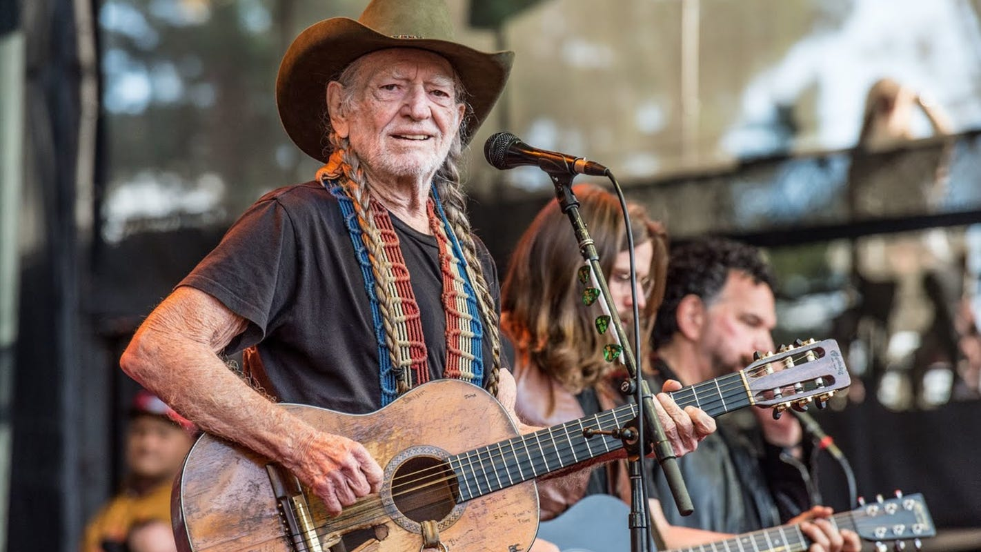 Willie Nelson will perform at Brown County Music Center