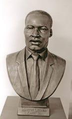 Martin Luther King bust, Thomas Jay Warren