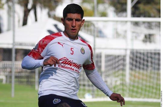 Víctor 'Pocho' Guzmán acababa de ser fichado por Chivas.