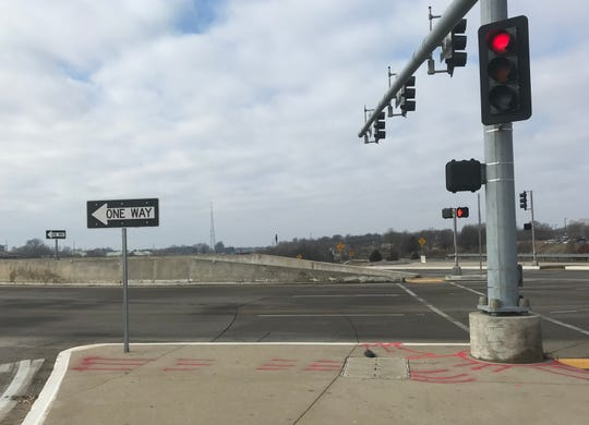 In a recent column, the Answer Man said it was illegal to turn left onto a one-way roadway at a diverging diamond intersection. Which prompted the question: Can you EVER turn left on a red light in Missouri?