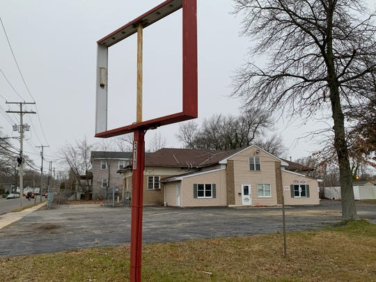 A vacant auto repair shop at the corner of Route 35 and West Lake Avenue will be demolished to make way for a 7-Eleven.