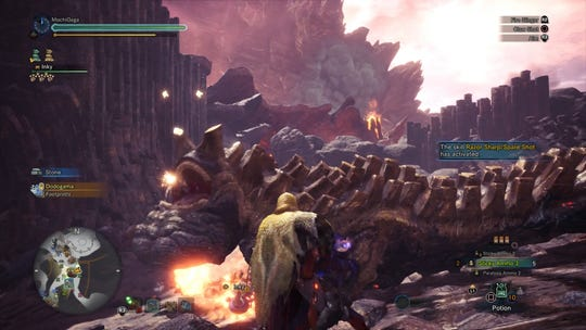 Hunting Uragaan with a Sticky 3 LBG mixed set in Monster Hunter World: Iceborne.