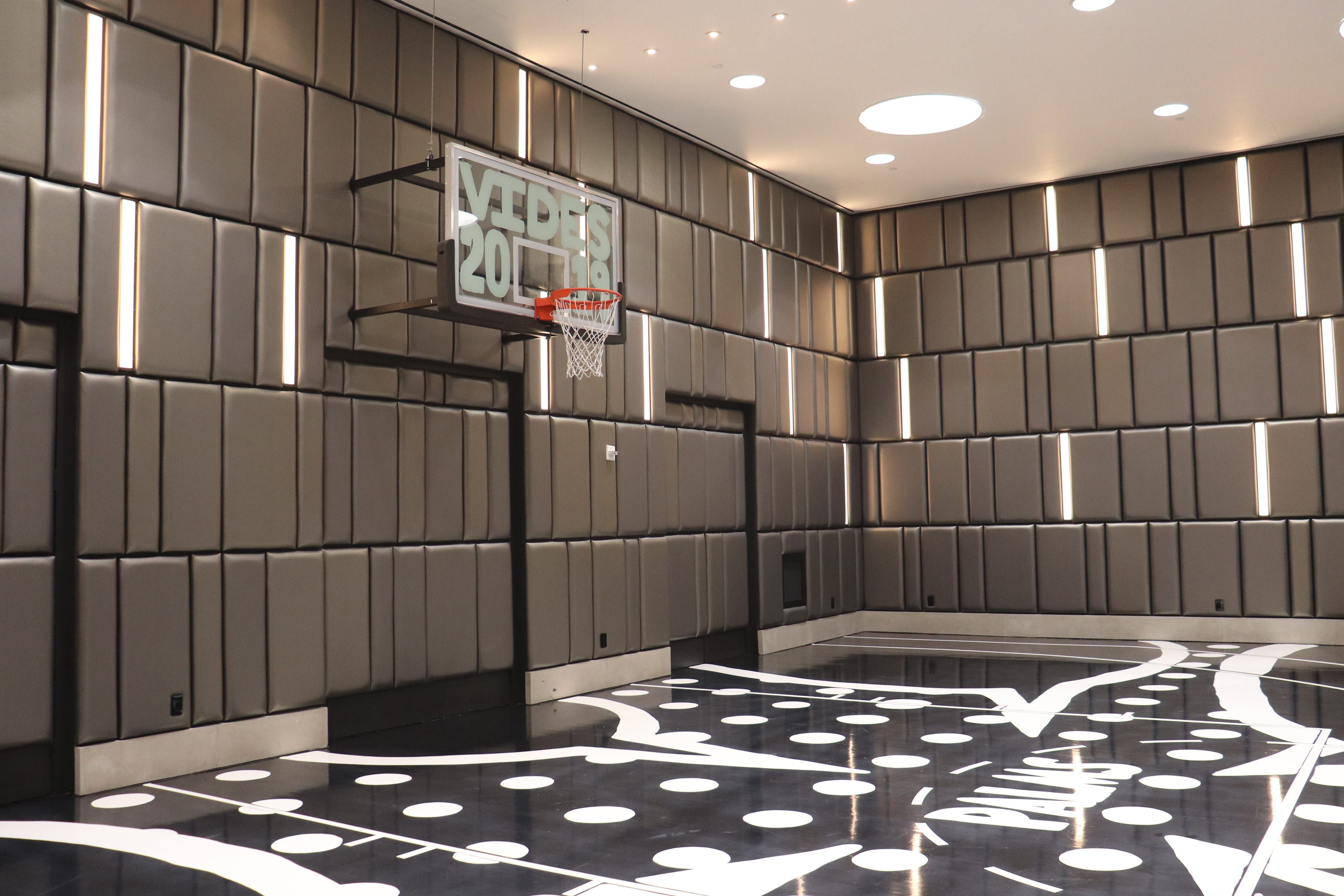 In this $20,000-per-night Las Vegas basketball court suite, the butler keeps score