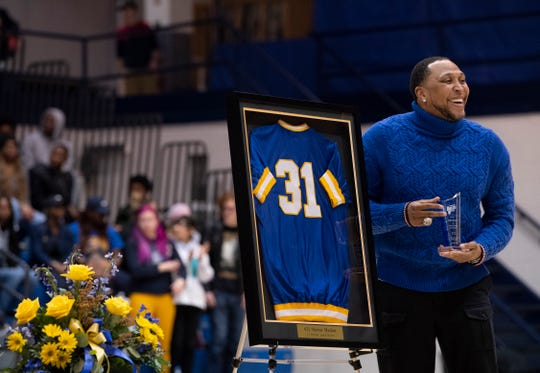 Four-time NBA All-Star and 2011 champion with the Dallas Mavericks Shawn Marion is honored with a special halftime ceremony at Vincennes University Wednesday night, Jan. 15, 2020.