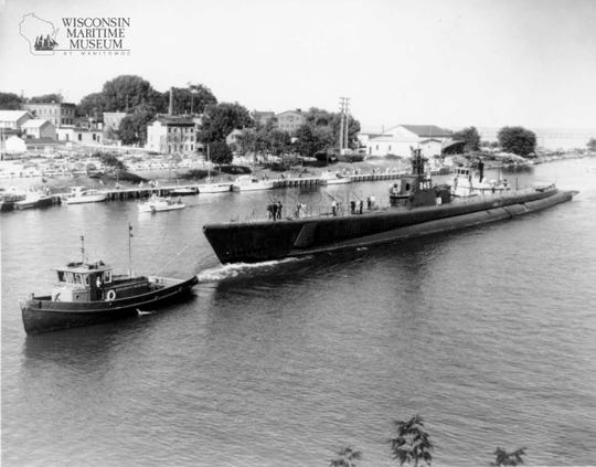USS Cobia arrives in Manitowoc.