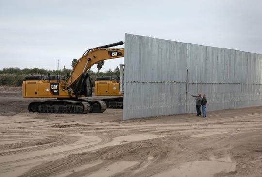Buscan continuar construcción de muro fronterizo.