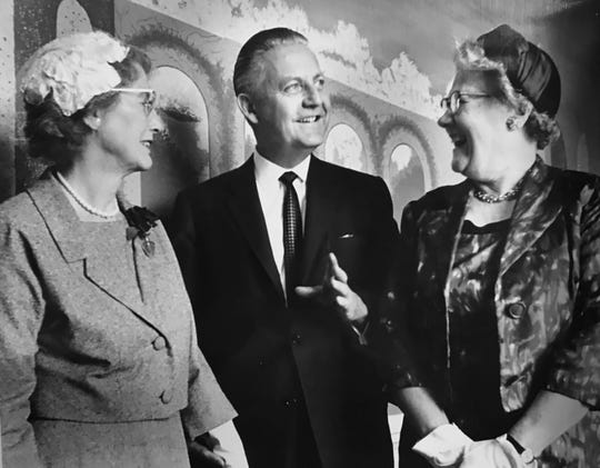 Producer-director Robert Wise recalls Franklin College days with two former professors, Mrs. Harry Hougham, left, and Pauline White, during a reception for Wise in Indianapolis in 1963.