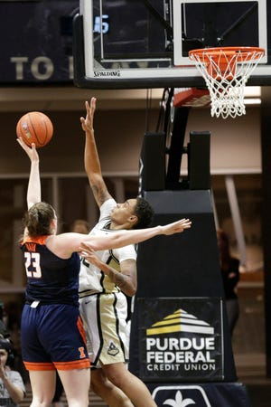 Purdue forward Ae'Rianna Harris (32) goes up to block Illinois forward Mackenzie Blazek (23) during the first quarter of a NCAA women's basketball game, Thursday, Jan. 16, 2020 at Mackey Arena in West Lafayette.