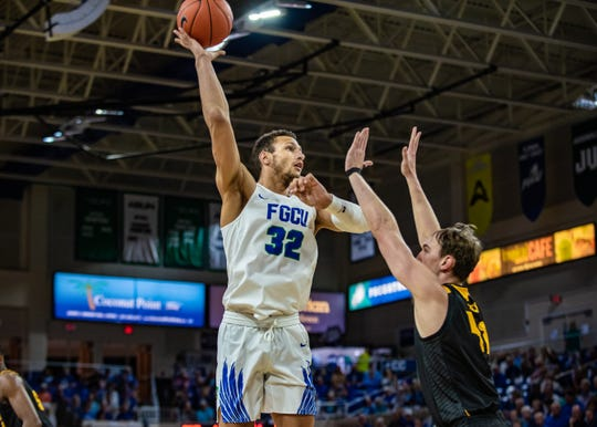 FGCU center Justus Rainwater against Kennesaw State on Thursday at Alico Arena. The Eagles won, 73-51, to go to 3-2 in the ASUN.