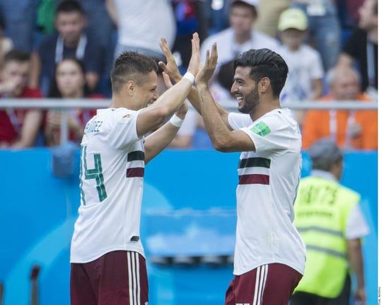 Javier 'Chicharito' Hernández y Carlos Vela son compañeros de selección.