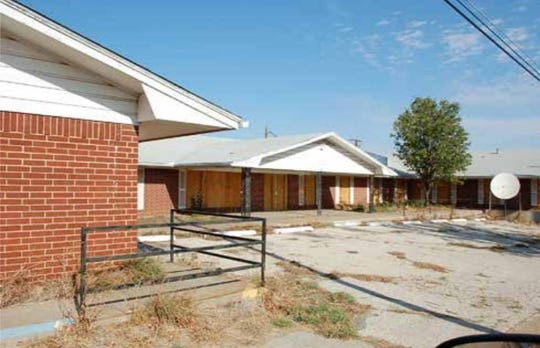 Base Camp Lindsey, a nonprofit organization that helps homeless veterans, is seeking to purchase a property on Sixth Street and renovate it for use as offices and a 25-room space for veterans.