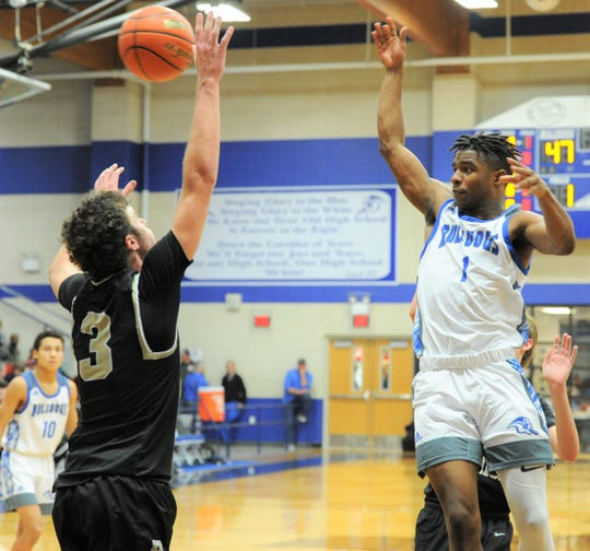 Stamford senior D'Marcus Barber passes the ball against Haskell on Friday, Jan. 17, 2020, at Stamford High School.