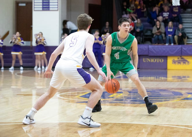 Huntington's Seth Beeler dribbles the ball along the perimeter during a game against Unioto at Unioto High School on Jan. 17, 2020.
