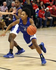 Saint Xavier guard Avery Wilson drives to the hoop in the boys basketball game between Saint Xavier and La Salle High School Jan. 17, 2020.
