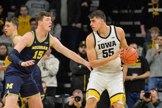 Eli Brooks gets hot, but Michigan unable to guard Iowa's Luka Garza in 90-83 loss