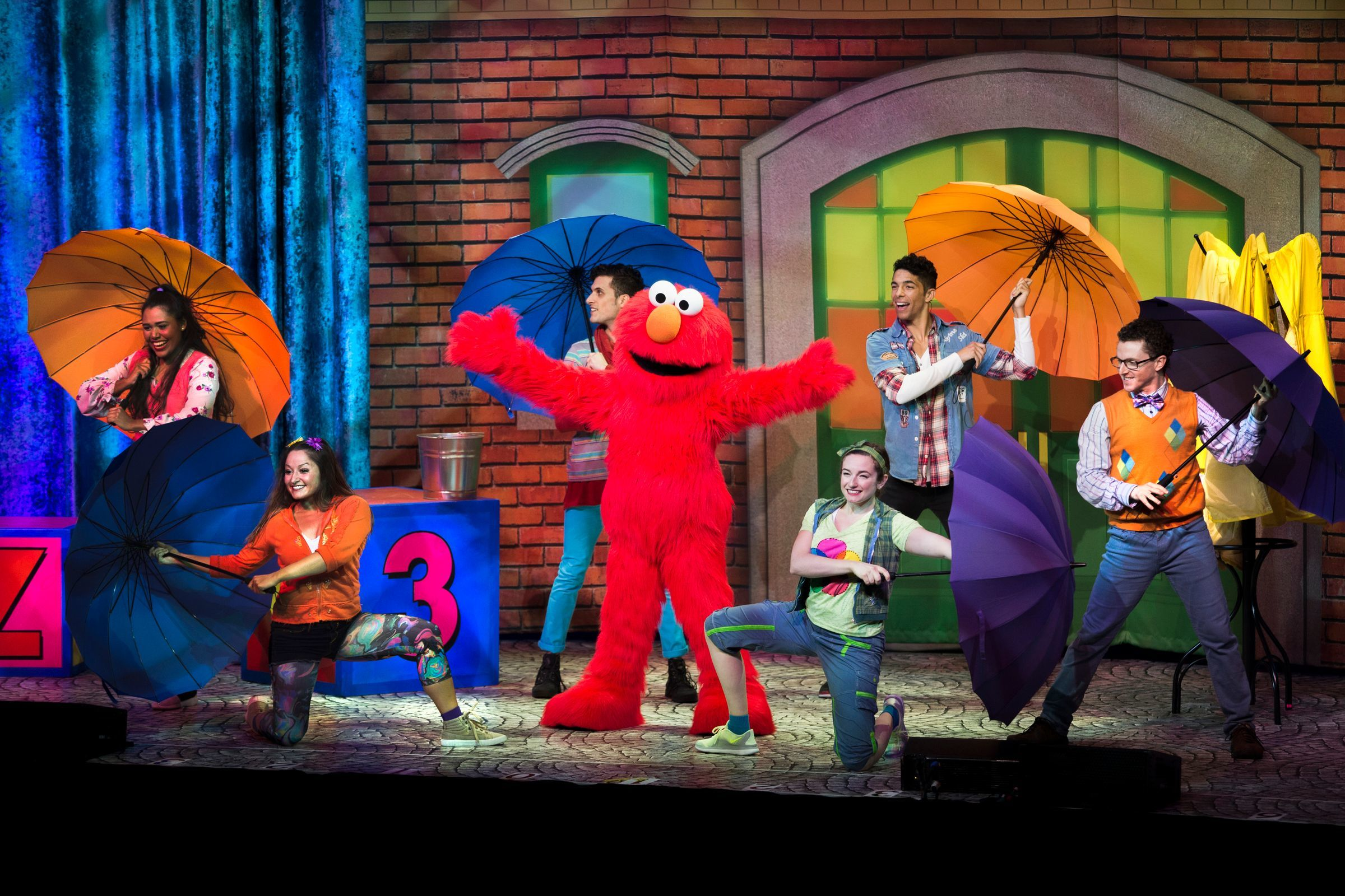 """Elmo shows off some dance moves in """"Sesame Street Live! Let's Party!"""""""