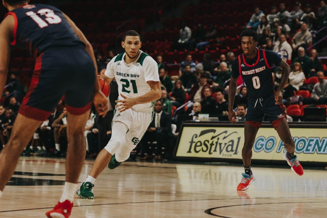 UWGB senior guard Kam Hankerson (21) helped lead the Phoenix to an 83-80  win over Detroit on Saturday at the Resch Center.