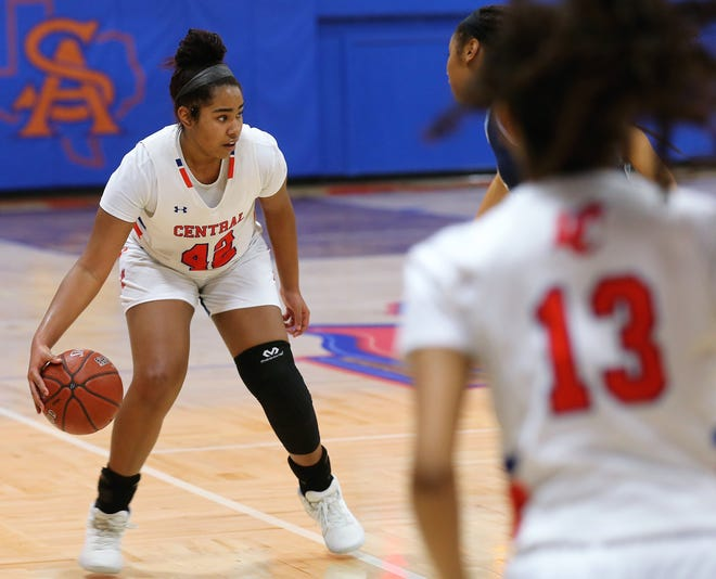 San Angelo Central's Layla Young gets ready to pass during a game against Hurst Bell at Babe Didrikson Gym on Friday, Jan. 17, 2020.