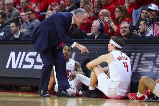Rutgers Scarlet Knights head coach Steve Pikiell talks to his players at the scorers table