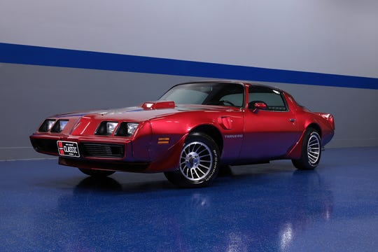 This 1980 Trans Am is powered by a rebuilt 455ci V8 engine with custom exhaust and beefed-up internals, mated to a 4-speed automatic transmission.