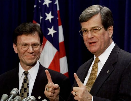 Senate Democratic leader Tom Daschle and Senate Republican leader Trent Lott briefed the media in January 1999 after senators met privately to plan the impeachment trial of President Bill Clinton.