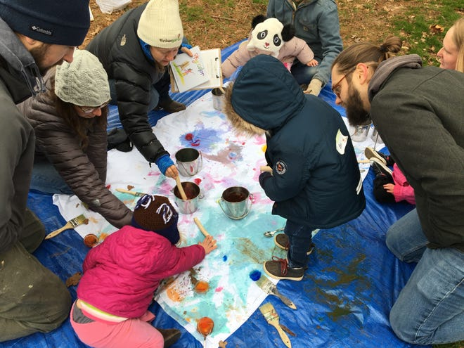 Tinkergarten curriculums stress that parents take ancillary roles as kids find their own way through activities.