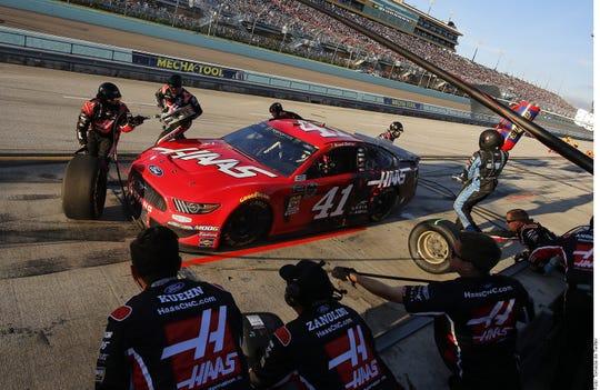 Daniel Suárez correrá para el equipo Gaunt Brothers Racing en NASCAR.