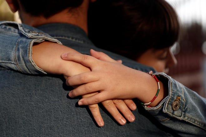 Los abrazos de los padres de los hijos, muy beneficiosos.