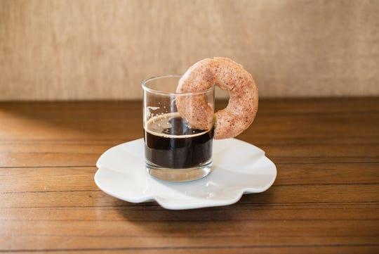 Colaboración de Hole Foods Vegan Donut con una cervecería local.