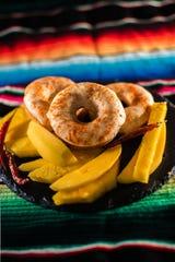 La dona sabor mango con chile de Hole Foods Vegan Donut.