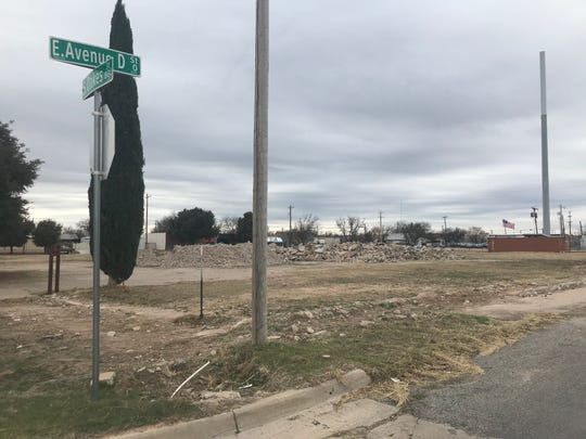 The San Angelo City Council approved rezoning a block located between East Avenue D, South Oakes Street, East Washington Drive, and Orient Street where a multifamily residential housing duplex across from Fort Concho has been proposed.
