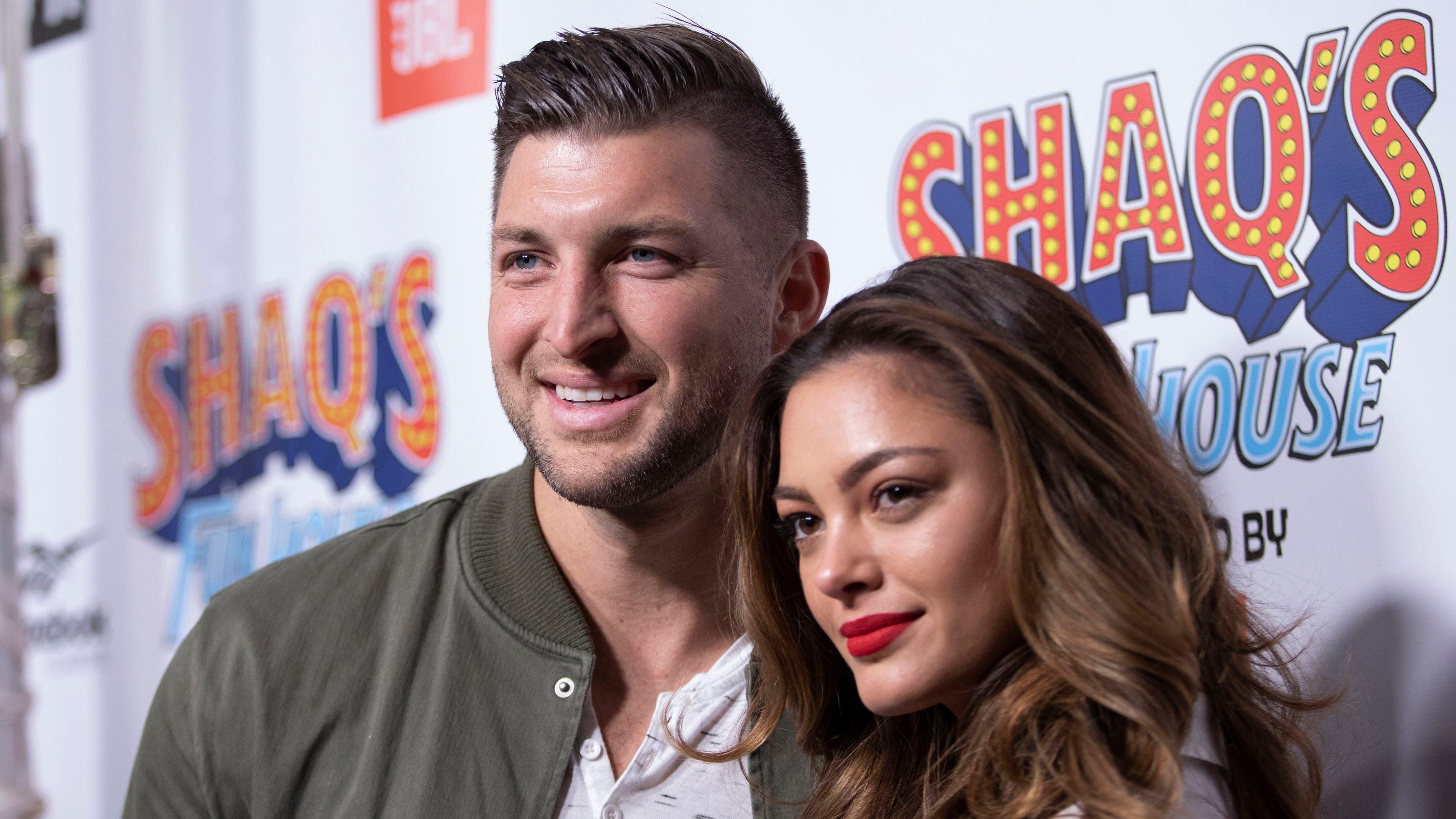 who is tebow dating