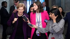 Democratic Senator from Massachussetts and 2020 presidential candidate Elizabeth Warren (L) is followed by members of the news media after arriving to attend the Senate impeachment trial in the US Capitol in Washington, DC, USA, 21 January 2020. The first full day of the Senate impeachment trial of US President Donald J. Trump will be spent debating the rules for the proceedings with Senate Majority Leader Mitch McConnell pushing for two 12 hour days for each side to present their opening remarks. EPA-EFE/MICHAEL REYNOLDS ORG XMIT: MRX01